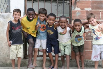 Children in Asa Branca. Photo by Sam Faigen